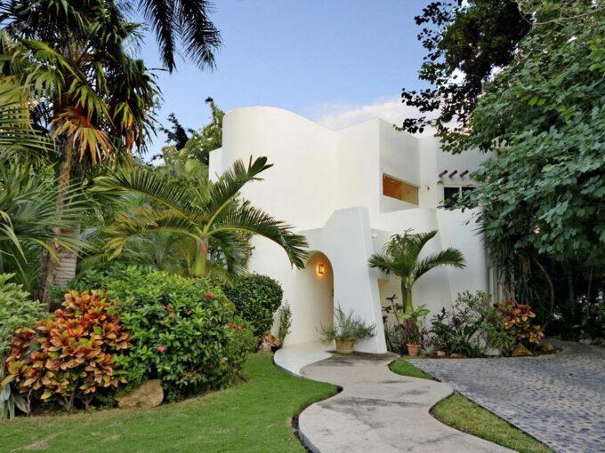 Casa-Carlotta-fuera-ruta-maya-inmobiliaria